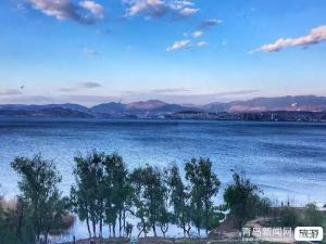 【十一】探秘天空之镜兰州西宁塔尔寺互助北山青海湖茶卡盐湖原子城双飞6双卧9日游